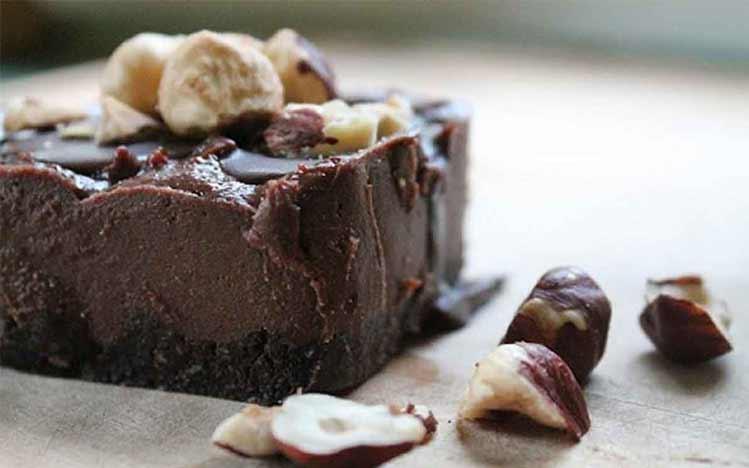 Caties-Organics-Whole-Plant-Foods-Raw-Chocolate-Hazelnut-Cheesecake